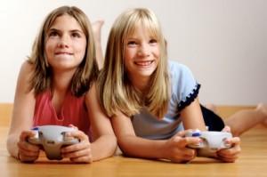 Algunos estudios presentan evidencia de respuestas hostiles inmediatas a los videojuegos, otros muestran evidencia que esta respuesta no se consolida en el tiempo y que no es posible correlacionarla con agresividad o violencia a largo plazo.